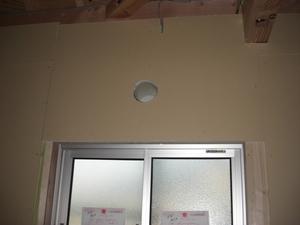 換気扇(排気口)の穴